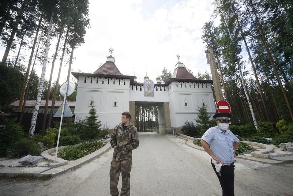 16 июня отец Сергий призвал в монастырь казаков, а 17 июня там уже дежурила полиция. Фото: Алексей БУЛАТОВ