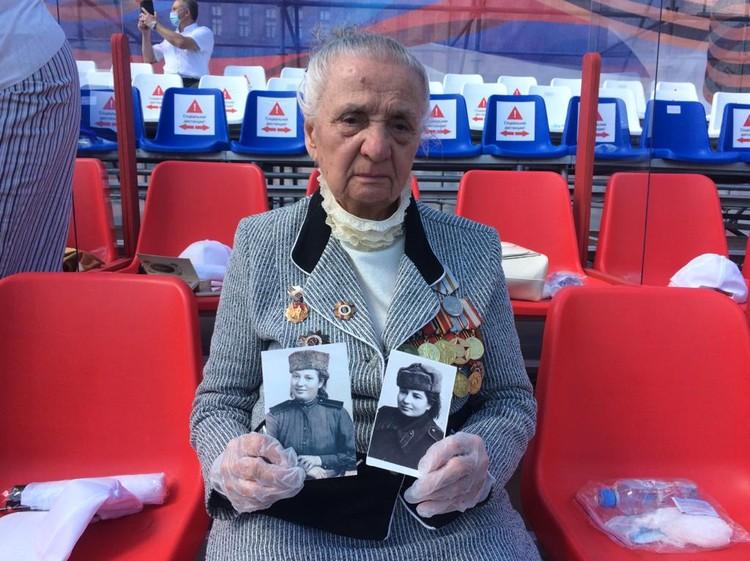 Некоторые пришли с портретами своих близких