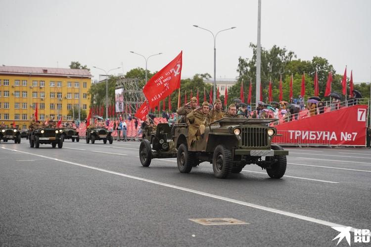 Историческая военная техника, восстановленная активистами - реконструкторами