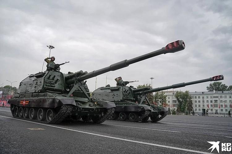 "Самоходная гаубица ""Мста-С"" на параде в Самаре."