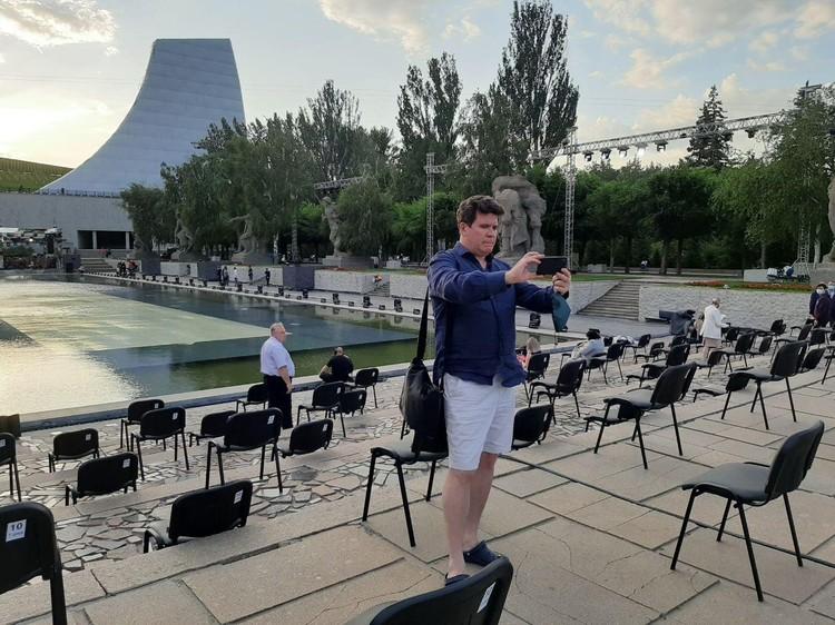 Перед концертом звезды делают множество селфи. Денис Мацуев не исключение.