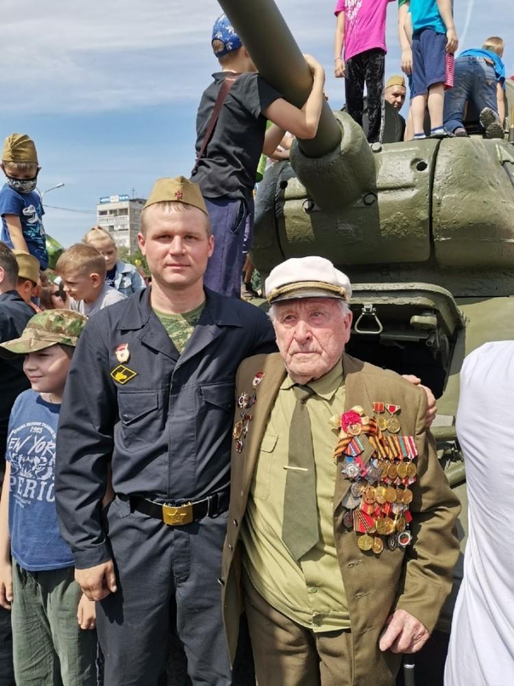 Новокузнечанин Николай Нефедов когда-то был мехводом Т-34. ФОТО: Денис Новохацкий