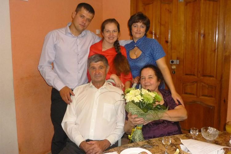 Дети Валентины и Евгения поддерживают и заботятся о своих родителях. Фото: предоставлено героем публикации