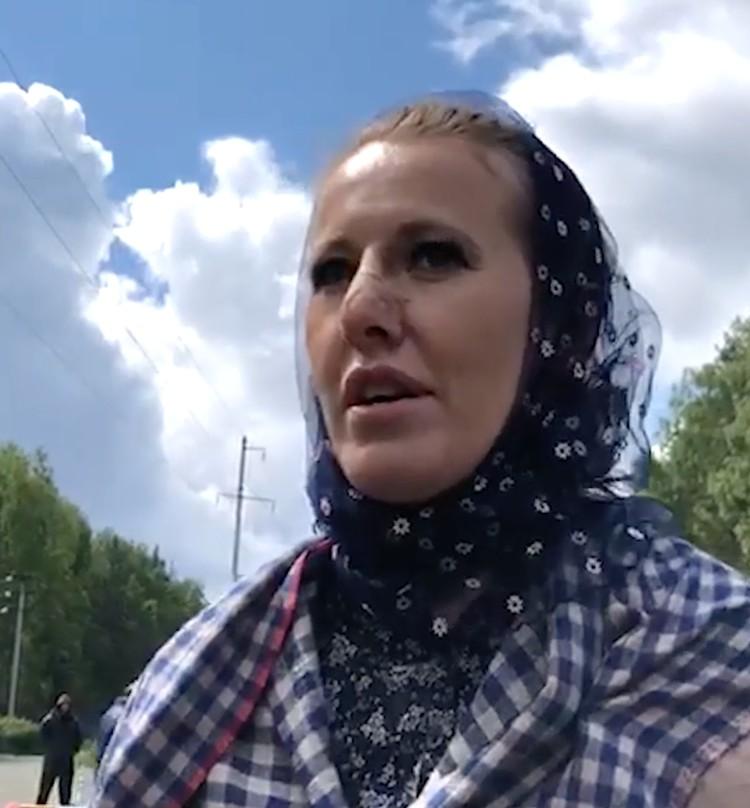 Медики заклеили место повреждения пластырем телесного цвета. Фото: кадр видео.