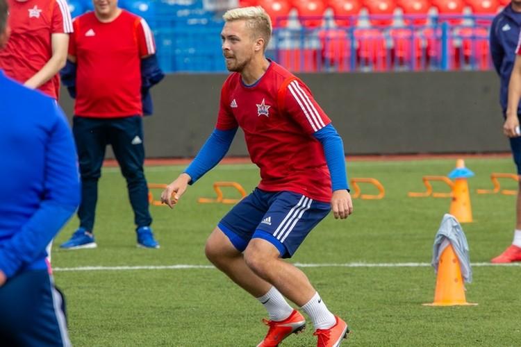 В «СКА-Хабаровске» поделились фотографиями пятничной тренировки футболистов