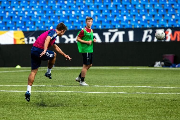 На стадионе Ленина игроки «СКА-Хабаровск» сыграли первый матч после «коронавирусной паузы»