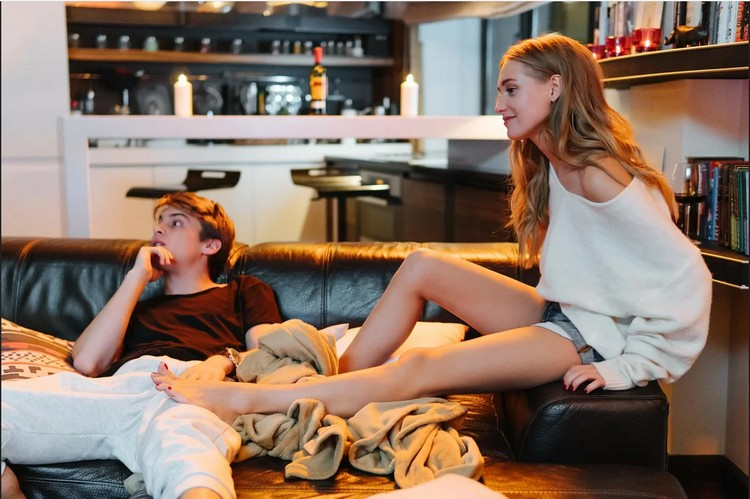 """В фильме """"Текст"""" Кристина Асмус снялась вместе с Иваном Янковским - актеры очень убедительно сыграли любовь на экране. Фото: кадр видео."""