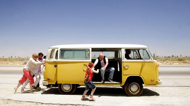 В фильме «Маленькая мисс Счастье» желтый микроавтобус тоже служил главным транспортным средством.