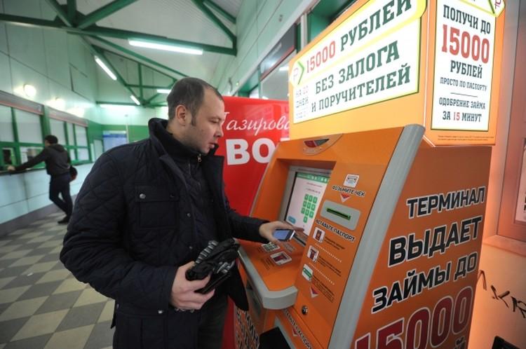 Если банкирам не дают собирать деньги при онлайн-переводах, то их забирают за внесение средств через банкоматы.