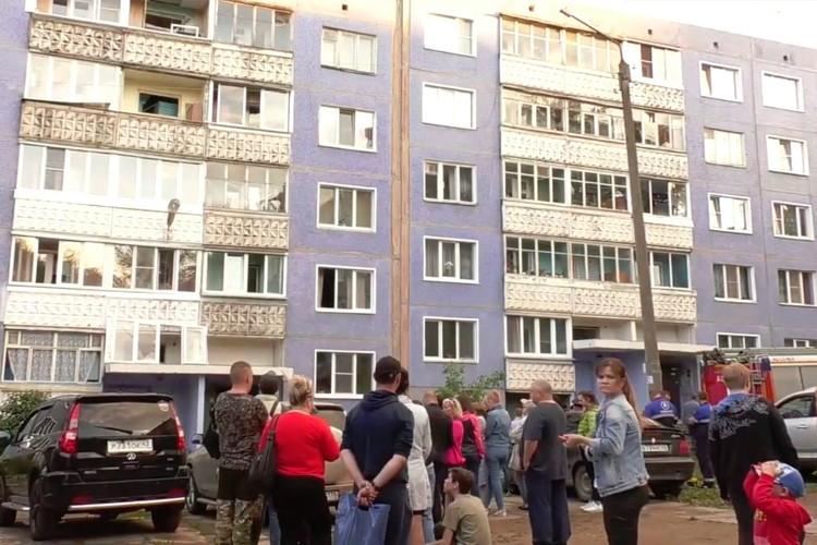 Жильцов пострадавшего и соседнего подъездов эвакуировали. Фото: admkirov.ru