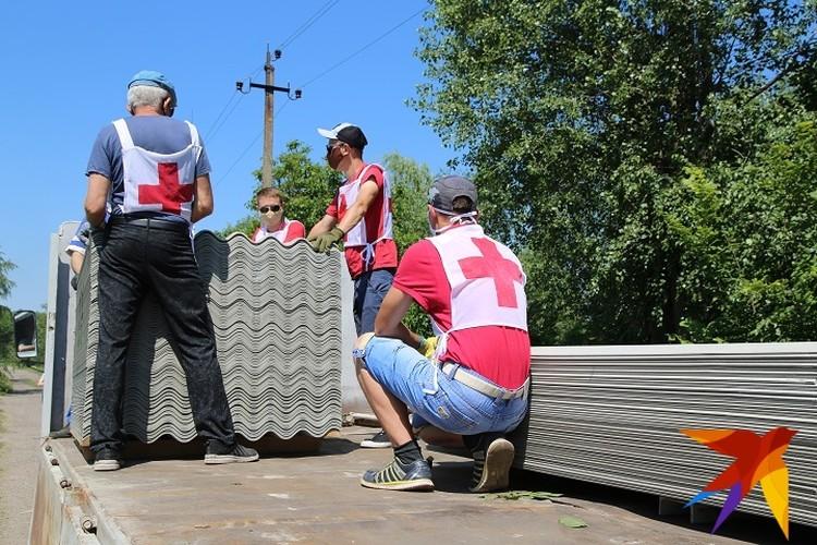 Стройматериалы доставляются жителям, чьи дома пострадали во время войны