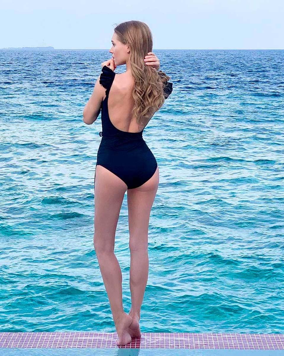 Кристина Асмус выбирает скромные купальники, но такую красоту за ними разве скроешь? Фото: Instagram.com