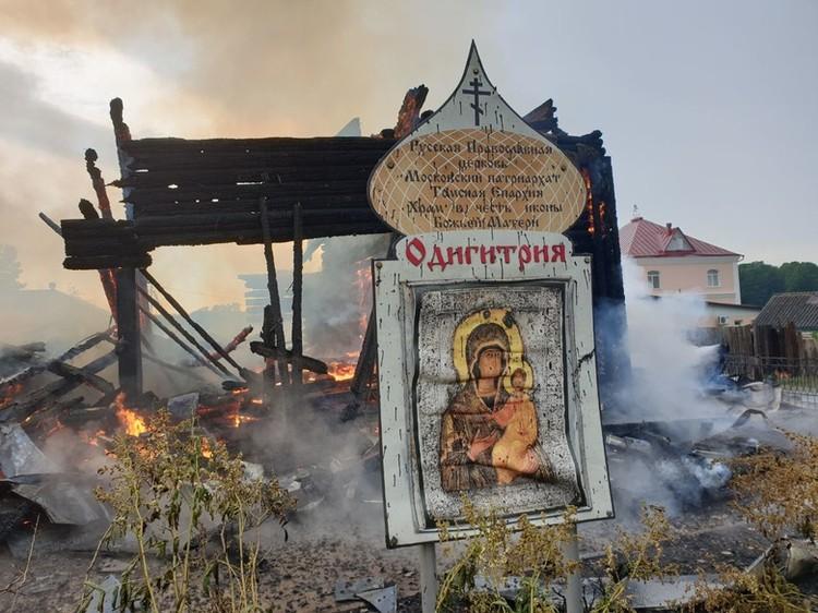 Храм не удалось спасти от огня.