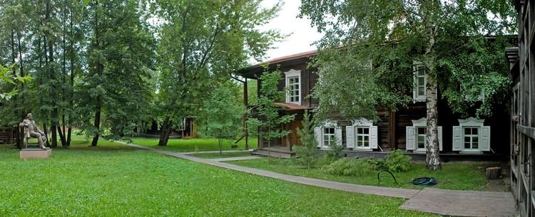 В этой старинной казачьей усадьбе в самом центре Красноярска родился Василий Суриков. Фото: музей-усадьба Сурикова в Красноярске.