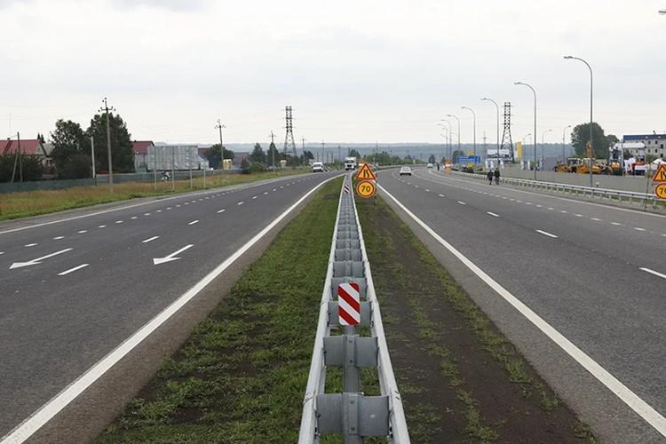 За 90 дней дорожники отремонтировали 62,2 километра четырех участков трассы. Фото: пресс-служба АПК