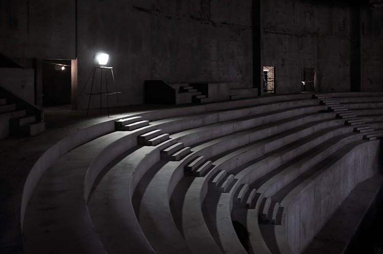 Через год здесь будут ярки кресла и шумные болельщики. Фото: Дмитрий Орлов
