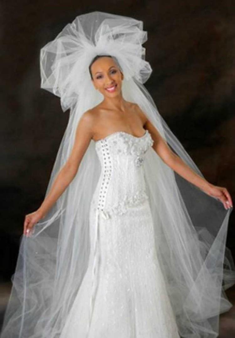 Самое дорогое свадебное платье - за $12 млн. - украшенно бриллиантами. Фото: facebook.com/reneestraussbh