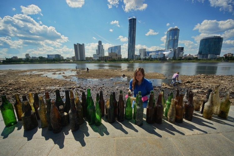 В последнее время всё больше добровольцев подключается к акции по очистке берегов рек от мусора.