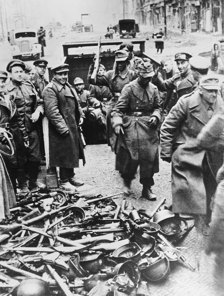 Разоружение немецких частей в Берлине 1945 год