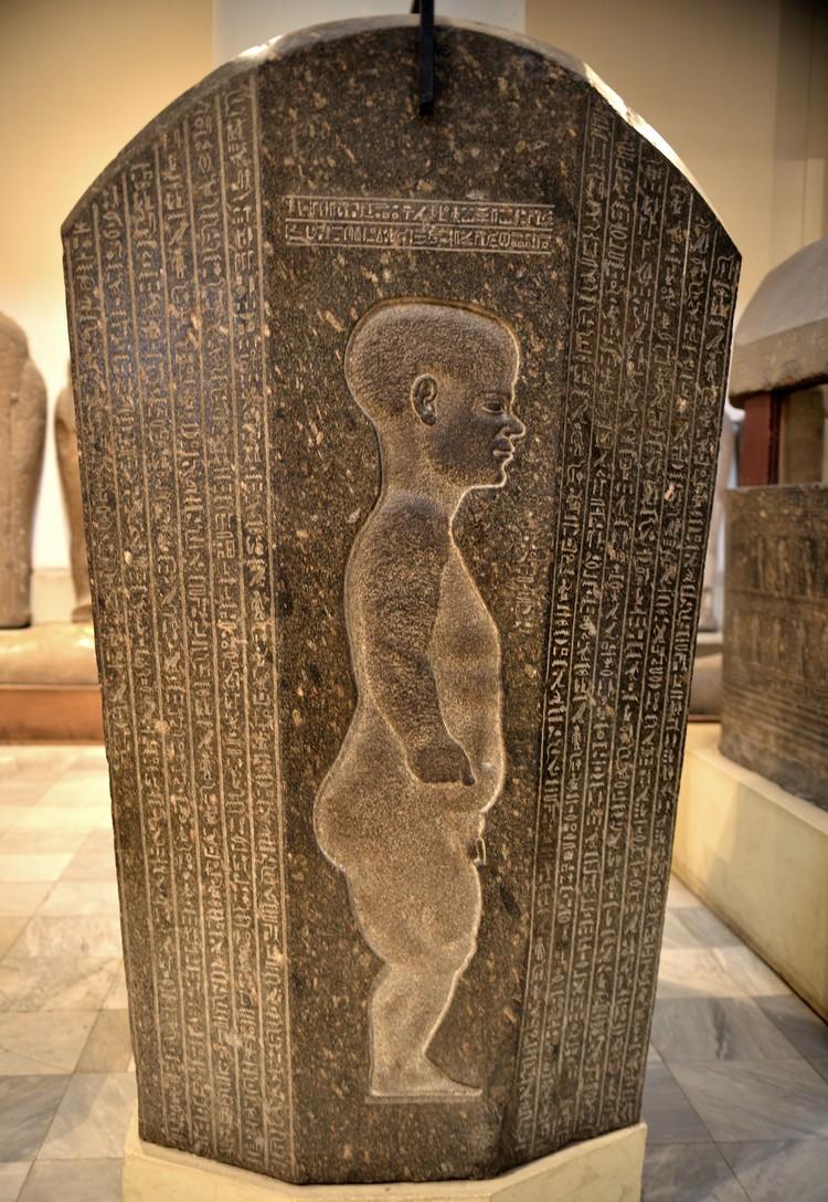 Крышка саркофага придворного карлика Джедхора. 4 в. до н.э. Каир, Египетский музей. Фото: Виктор Солкин