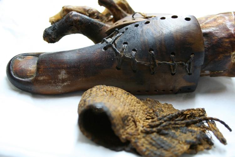 Протез пальца ноги мумии египтянки, жившей в 15 в. до н.э. Фото: Египетский музей в Каире, архив.
