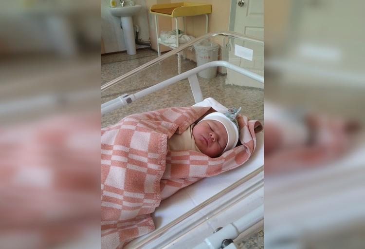 Новорожденная малышка перенесла болезнь безсимптомно. Фото: семейный архив Туктаровых.