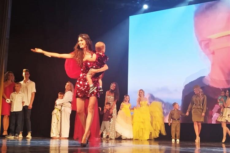 Надежда не раз участвовала в конкурсах красоты, но с сыном они на сцене впервые