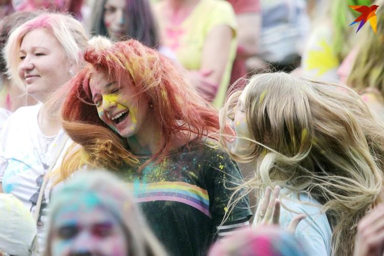 """""""Колор фест"""" стал в буквальном смысле самым ярким событием в день закрытия фестиваля."""