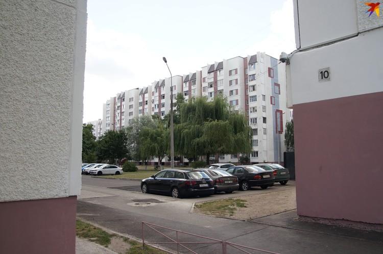 Фасады домов вокруг поликлиники покрасили