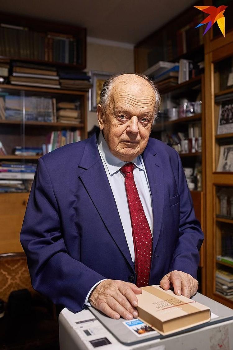 - Да простит меня Сергей Черечень, но, если бы не он, я бы уже был в команде Виктора Бабарико - самого мощного, на мой взгляд, претендента в президенты Беларуси.