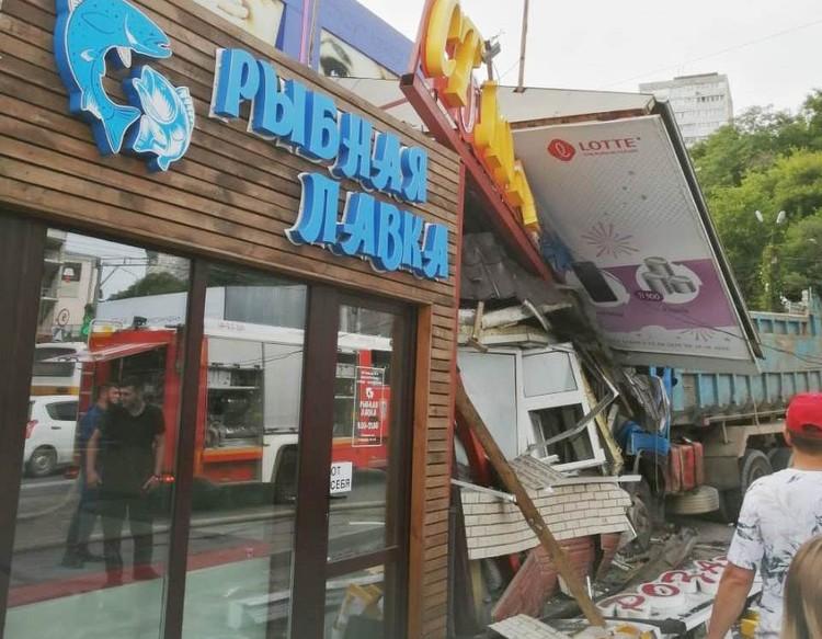 Столовая полностью разрушена. Фото: Кирилл Киреев