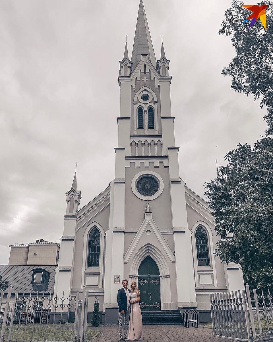 Венчание Кристофера и Ксении в кирхе в Гродно. Фото: личный архив.