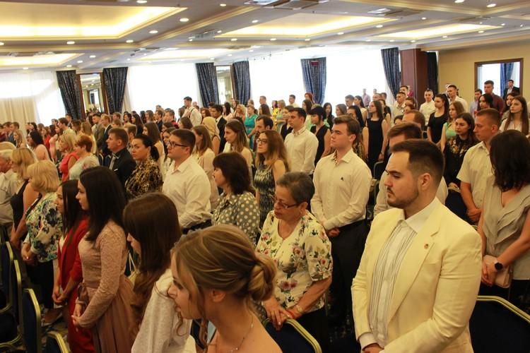 Выпускники получили дипломы российского образца