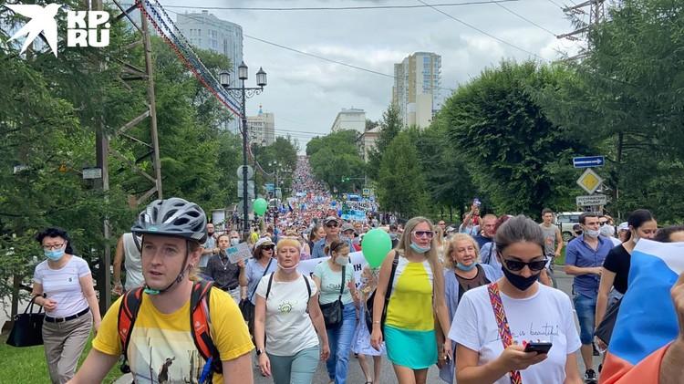 Пока митинг в своей миролюбивости, не отличается от предыдущих.
