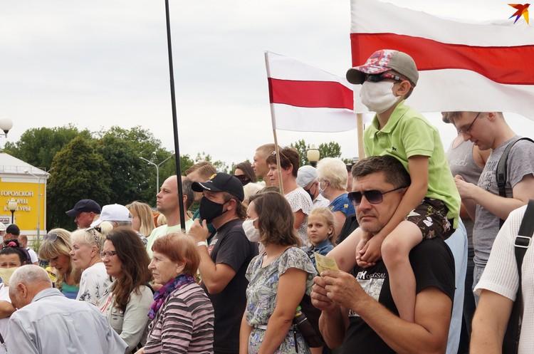 На пикет в Речице многие тоже пришли семьями