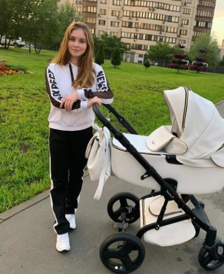 Молодая мама Юлия Липницкая. Фото: Инстаграм Юлии Липницкой.
