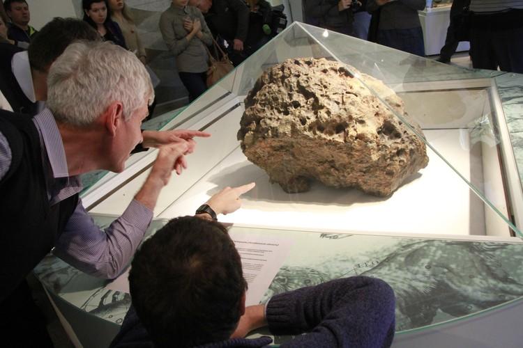 """Челябинский метеорит ученые """"открыли"""" в тот момент, когда он упал на Землю."""