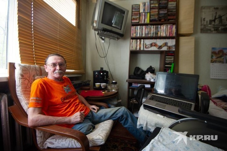 Теперь свои материалы Александр пишет из дома. Он рассказывает о том, легко ли в Екатеринбурге жить человеку в инвалидном кресле.