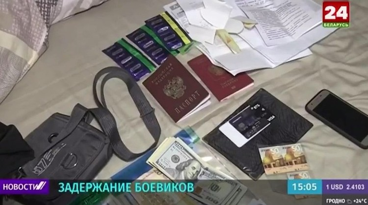 На одном из кадров мелькает пачка суданских 20-фунтовых купюр и рядом – суданские же телефонные карты оплаты. Фото: кадр видео
