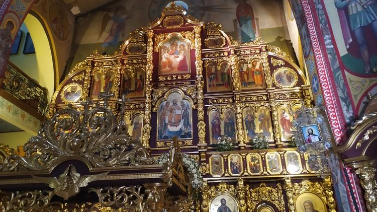 Алтарная часть в храме Святой Троицы поражает своей красотой