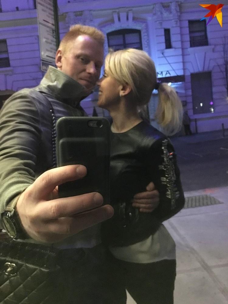 Напомним, три года назад СМИ взорвались заголовками: жена звездного хоккеиста и тренера Андрея Мезина ушла к его другу и конкуренту Виталию Ковалю.