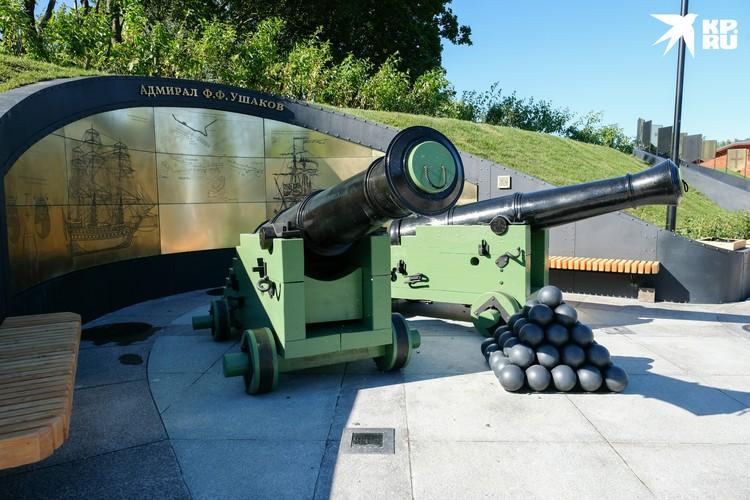 Ушакова символизирует бортовая артиллерия