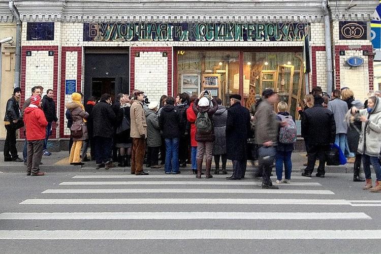 """Знаменитое окно-музей, в котором выставляли старинные двери - заменили на обычную дыру в стене. Фото: АГН """"Москва"""""""
