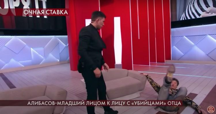 В студии шоу «На самом деле» сын Бари Алибасова, как говорят очевидцы, жестоко избил бывшего директора группы