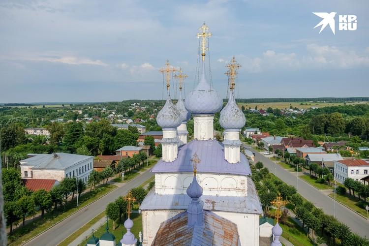 Для более состоятельных гостей в Палехе есть даже вертолетная площадка куда частенько наведываются гости из Москвы.