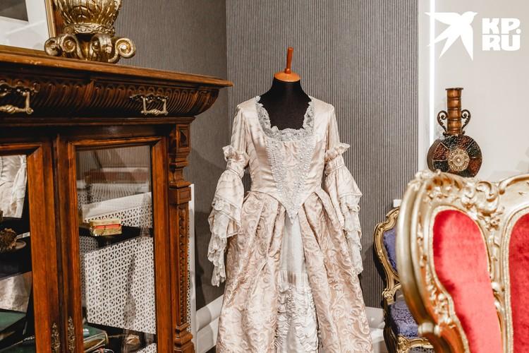 В этом платье Светлана Крючкова играла Екатерину Великую, а Софи Марсо - Анну Каренину