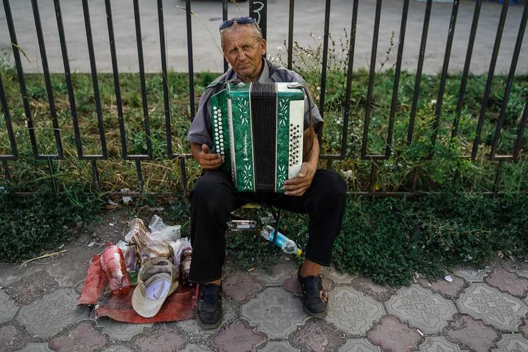 Валерий Ефимович, уличный музыкант