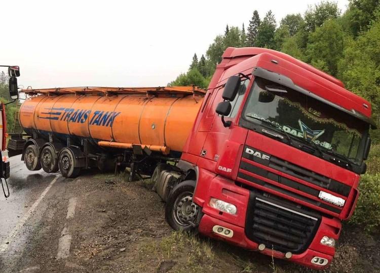 Бензовоз стал виновником аварии. Фото: ГИБДД по Пермскому краю.