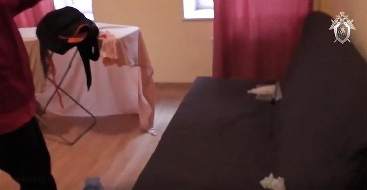 На этом диване, по словам Марины Кохал, умер Энди Фото: СКР