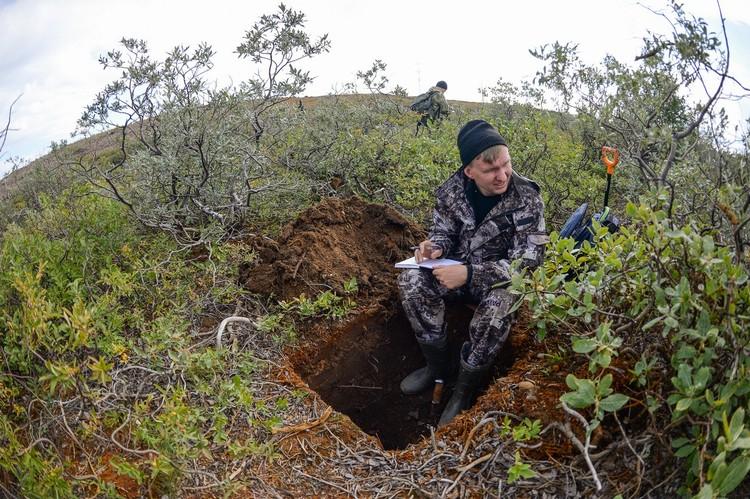 """Забор проб почвы - по 200 грамм с одного места. Фото: предоставлено компанией """"Норникель"""""""